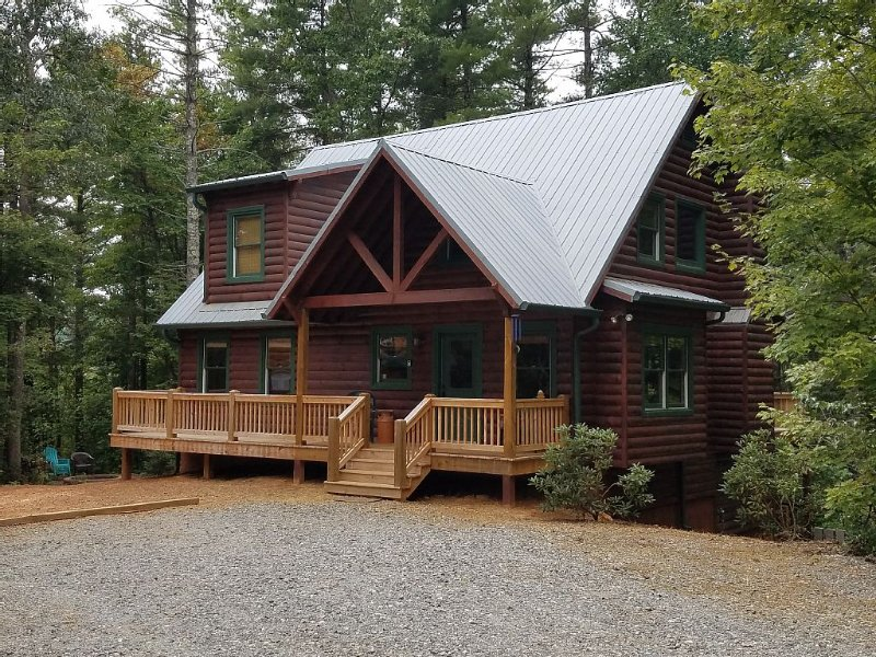 Luxury, Pet Friendly Mountain Cabin On 7 Secluded Acres, holiday rental in Sautee Nacoochee