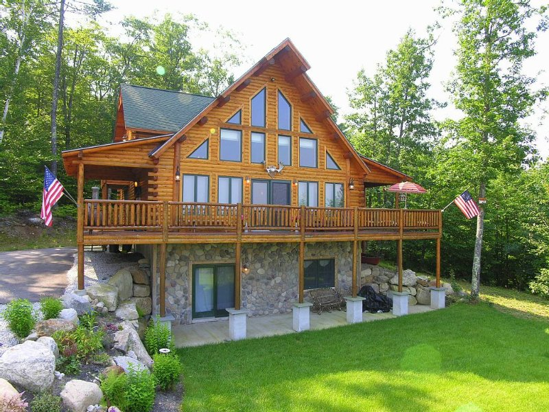 LUXURY LOG Cabin. BEST Views of Mt. Washington & Chocorua. Close To Everything!, location de vacances à Freedom