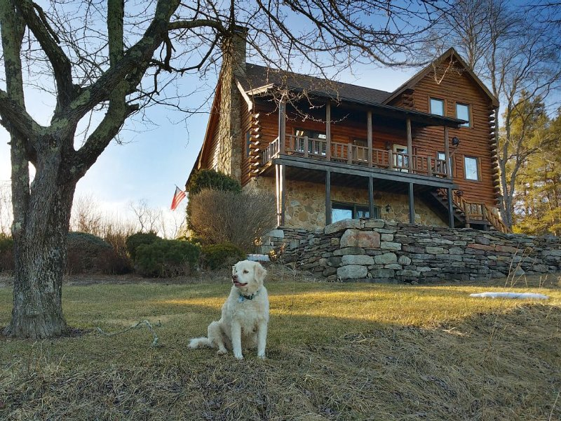 5 BR 3 Full Bath Log Home. Our county is open for travel., alquiler vacacional en Jersey Mills
