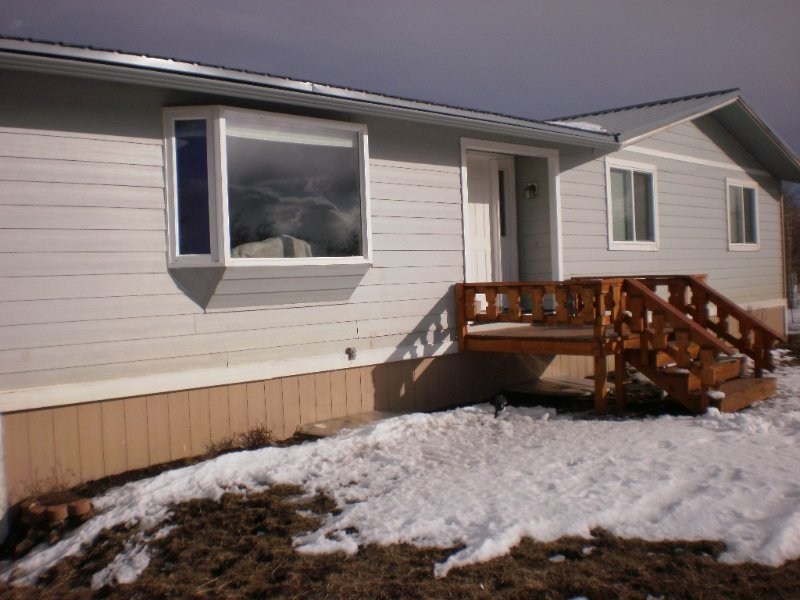 Duck Lake frontage, near Babb,Glacier Park, St. Mary's, Many Glacier,Waterton Pk, vacation rental in Babb