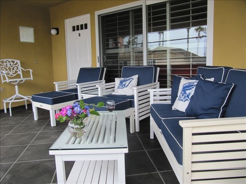 OCEAN VIEW!! Walk to the beach, pier, village and marina!  5 star comfort!, casa vacanza a Oceanside