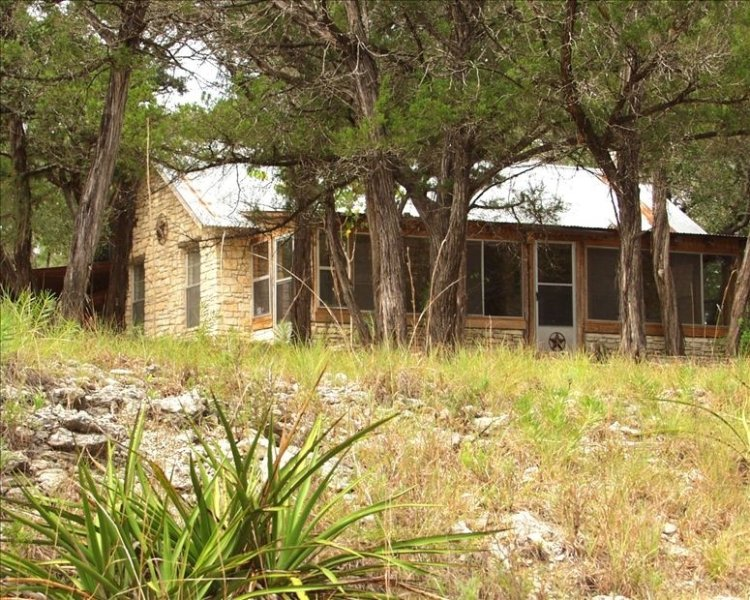 Charming Riverfront Cottage on 25 Acres W/ Deep Swimming Hole, alquiler vacacional en Wimberley
