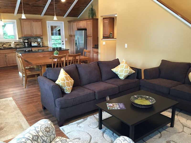 North Conway's Newest Combo of Comfort, Class & Country Living, holiday rental in Conway