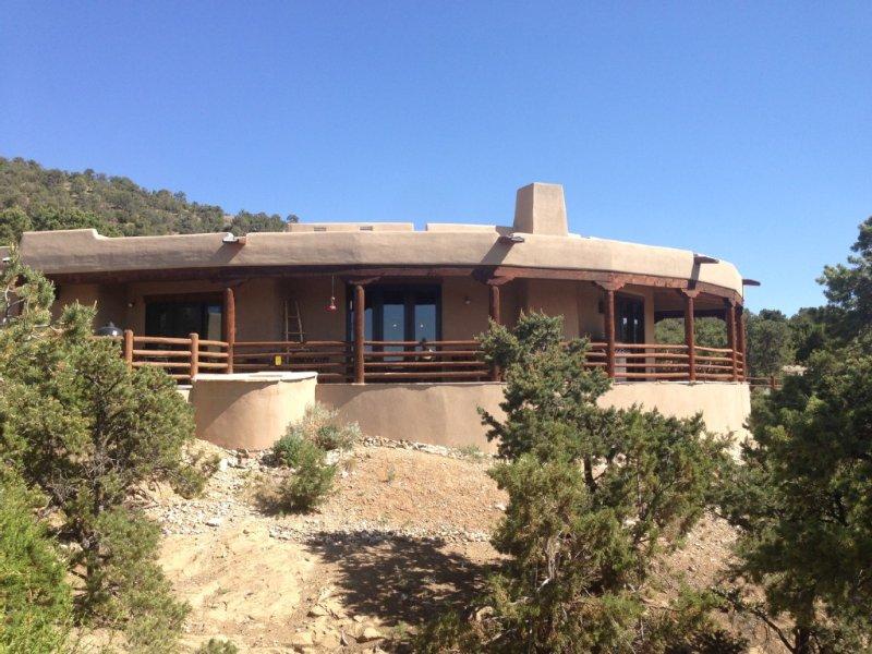Endless Views!  Elegant Adobe in luxury neighborhood. With Hot tub., holiday rental in Penasco