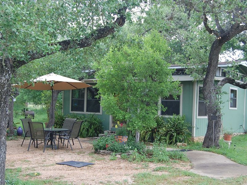 Cozy Hill Country Cabin in San Marcos, Texas, vacation rental in San Marcos