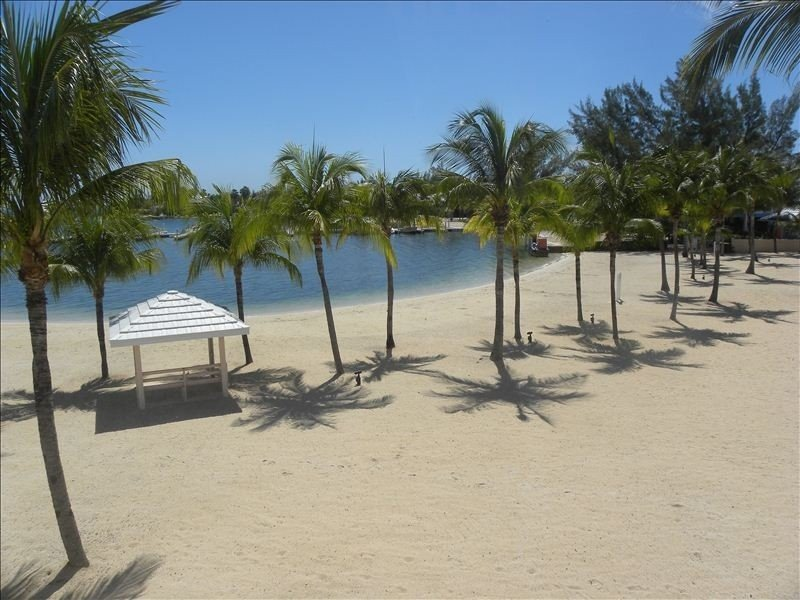 ESCAPE TO BEACHFRONT PARADISE! FROM $99.00/NT BEST VALUE! GUARANTEED!!, vacation rental in Grand Cayman