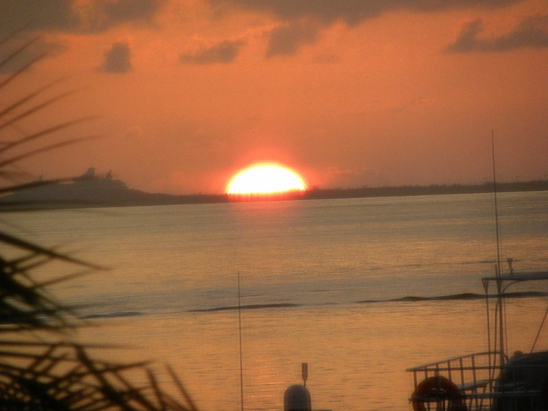 AMAZING SUNSETS FROM OUR SCREEN IN lANAI. THE ONLY THING MISSING IS YOU