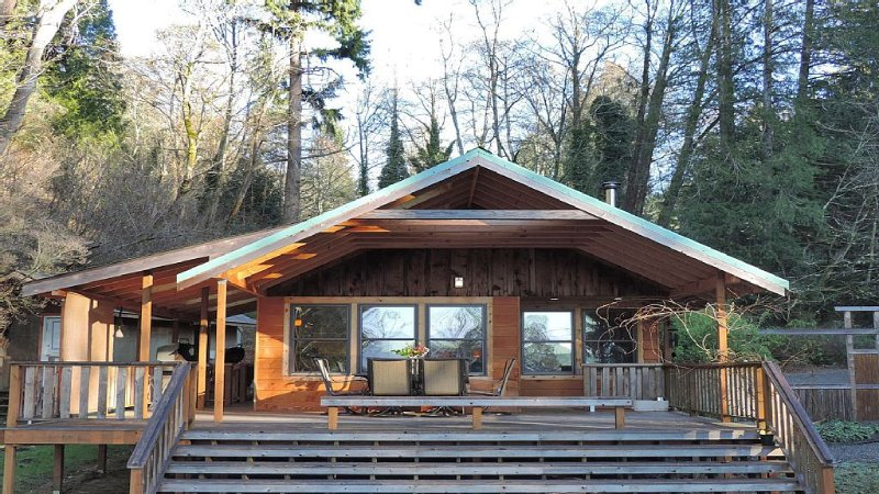 Wolf Glen: Cozy cabin near the beach on Vashon!, Ferienwohnung in Southworth