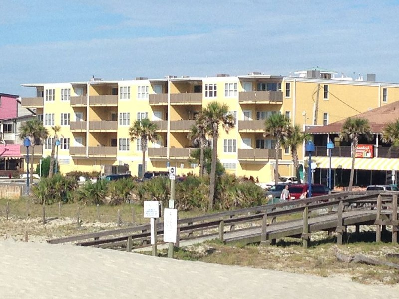 Amazing Cottage Condo Prime Location!  Spring & Summer dates Avail. Act Now, vacation rental in Tybee Island