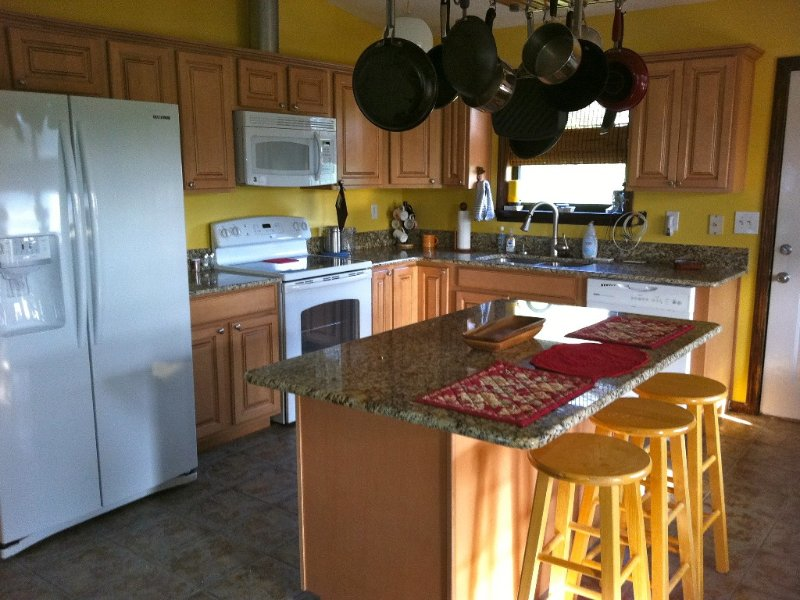 Pet friendly sound side 3 Bdrm/2Bth Non Smoking Beach Box Private Home, holiday rental in Kill Devil Hills