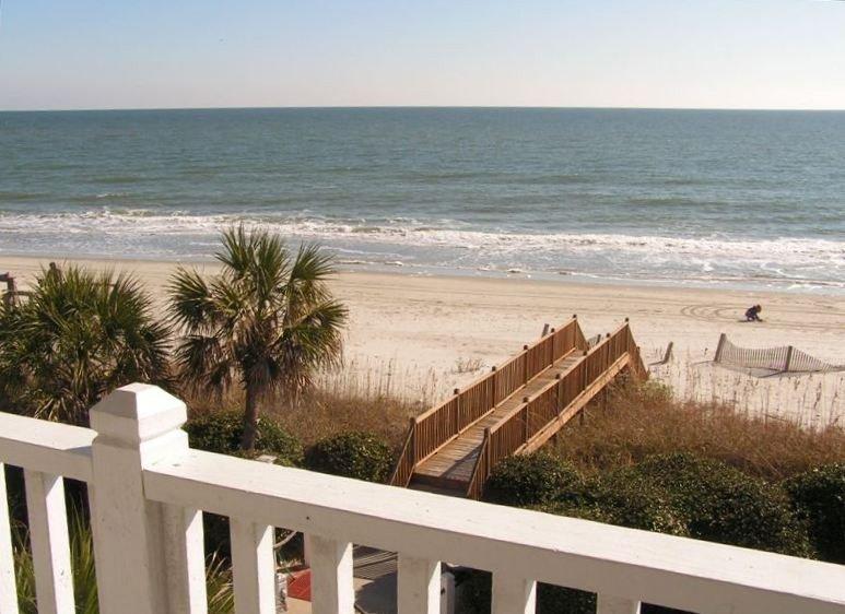 4BR Direct Oceanfront W/Pool - Wide Ocean Views!, location de vacances à Garden City Beach
