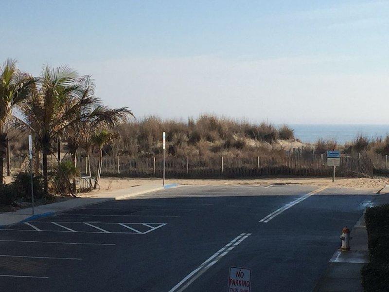 Perfect location. Steps to BEACH, close to Convention Center, alquiler de vacaciones en Ocean City