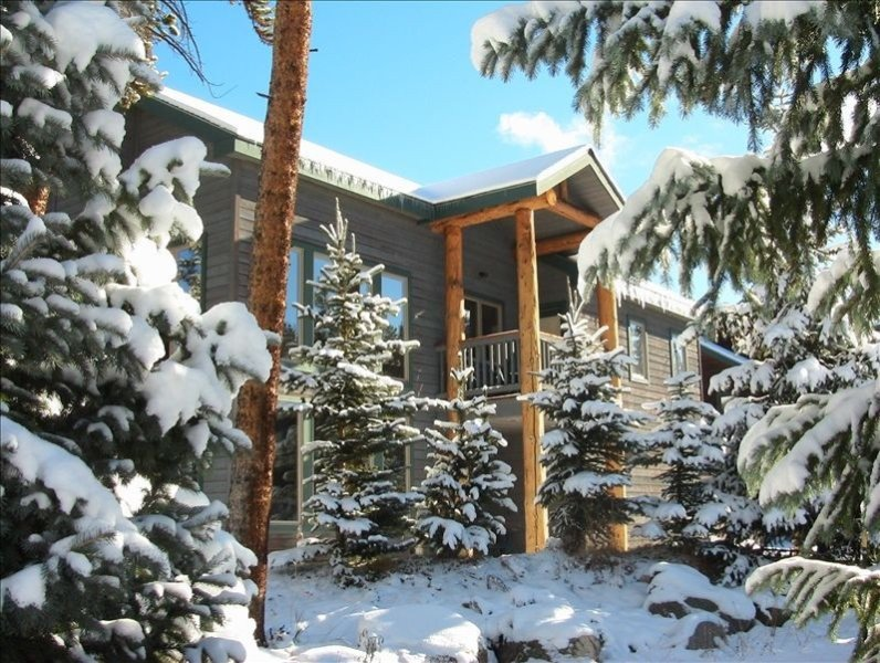 July 4th Available! Lux Home/Gourmet Kitchen/Walk 2 Town & Lifts/New Hot Tub, holiday rental in Breckenridge