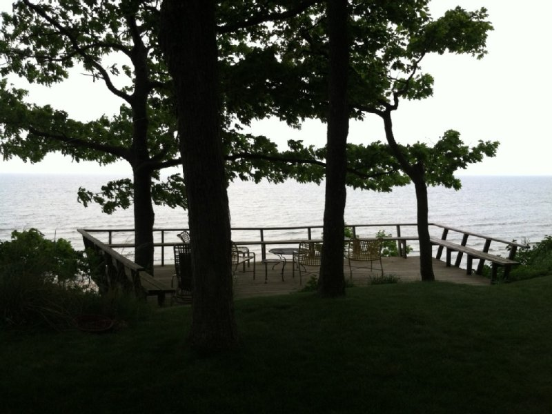 Serene, spectacular Lake Michigan view from deck and cottage, 38 steps to beach, alquiler vacacional en West Olive