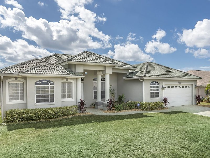 Beautiful Gulf Access Home In SW Cape Coral!, alquiler de vacaciones en Cape Coral