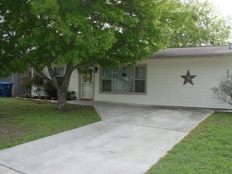 Handicap Accessible And Pet-Friendly, vacation rental in San Antonio