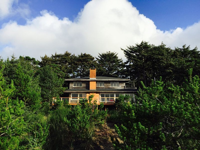 Oceanfront with private path to beach in Neskowin Village
