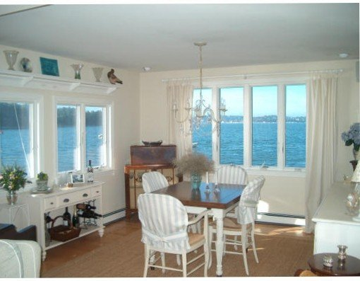 ENCHANTING 6 ROOM COTTAGE ON THE SEA, vacation rental in Hull