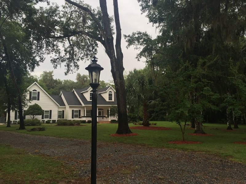 Escape To Your Own Sanctuary! Custom Estate Home On The Withlcochee River!, holiday rental in Citrus Springs
