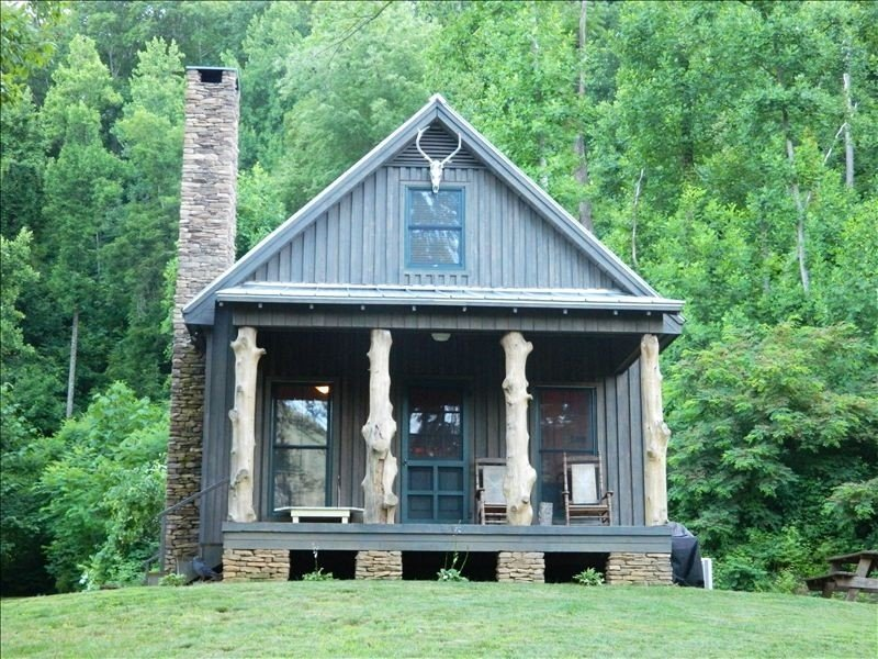 High Lonesome Cabin...Elevate Your Soul!  Peaceful Seclusion, holiday rental in Montebello