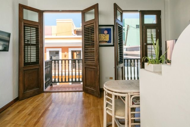 Solar powered Cozy One Bedroom On Sol St: A Block From The Ocean Walk, holiday rental in San Juan