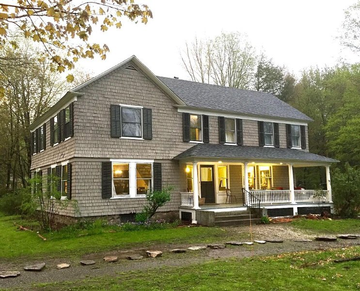 3 Br Antique Farmhouse w/ Gourmet Kitchen - Farmstay - 2 Acres, Chickens, Sheep, holiday rental in North Egremont