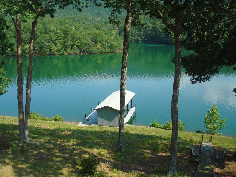 Affordable Waterfront Cottage near base of Smith Mountain, Great Views, location de vacances à Huddleston