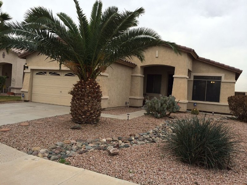 Beautiful Garden Lakes Home with Pool & Spa, alquiler vacacional en Avondale