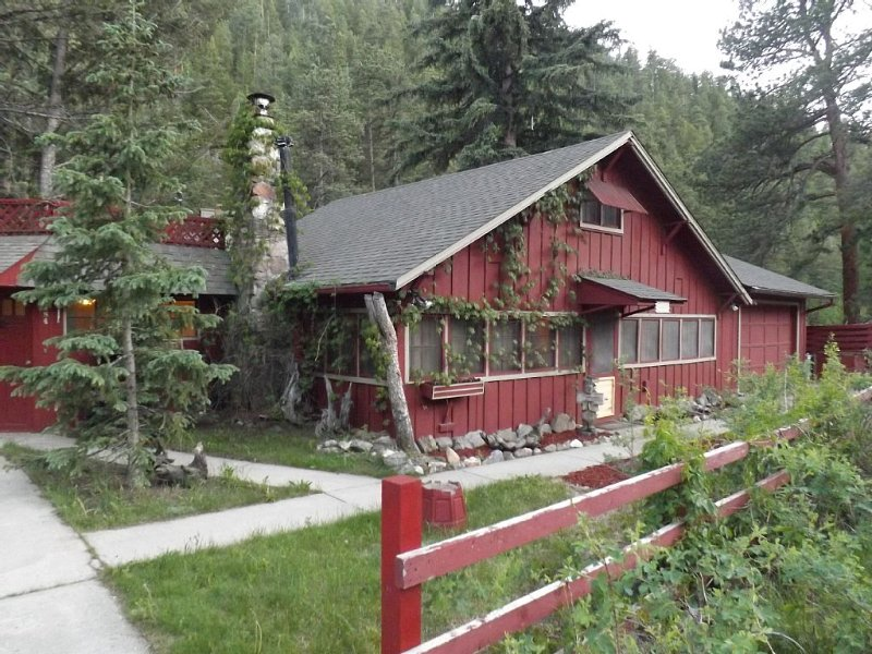 River Cottage, Family Friendly - Best Deal on the River., vacation rental in Estes Park