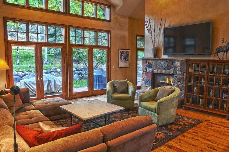 Beautiful Arrowhead Home-5 minutes from Arrowbahn chairlift, casa vacanza a Wolcott