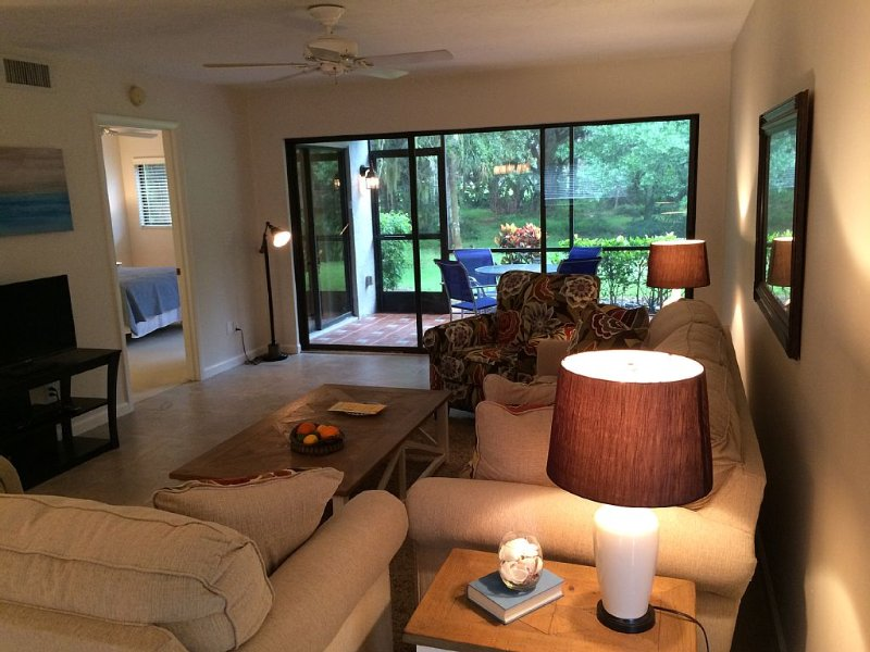 Newly Furnished and Updated Beautiful 1st Floor Condominium in The Meadows, holiday rental in Sarasota