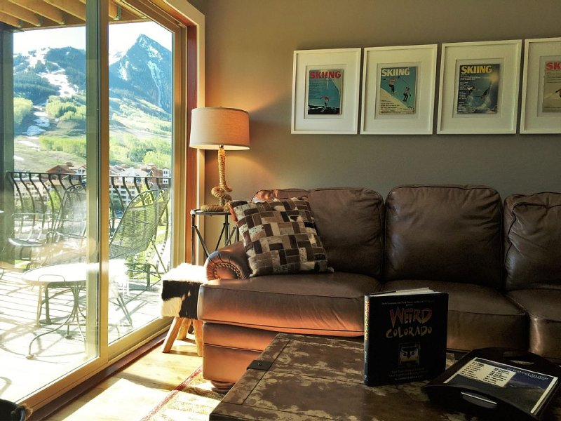�WALK TO SLOPES! FREE SHUTTLE, POOL, HOT TUB, UPDATED 3BR/3BTH PANORAMIC VIEWS, location de vacances à Crested Butte