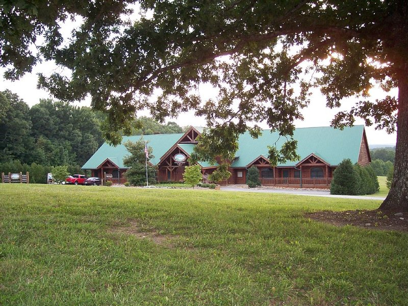 Spacious Cabin at The Grandview Lodge 3 Miles From Fall Creek Falls State Park, location de vacances à Spencer