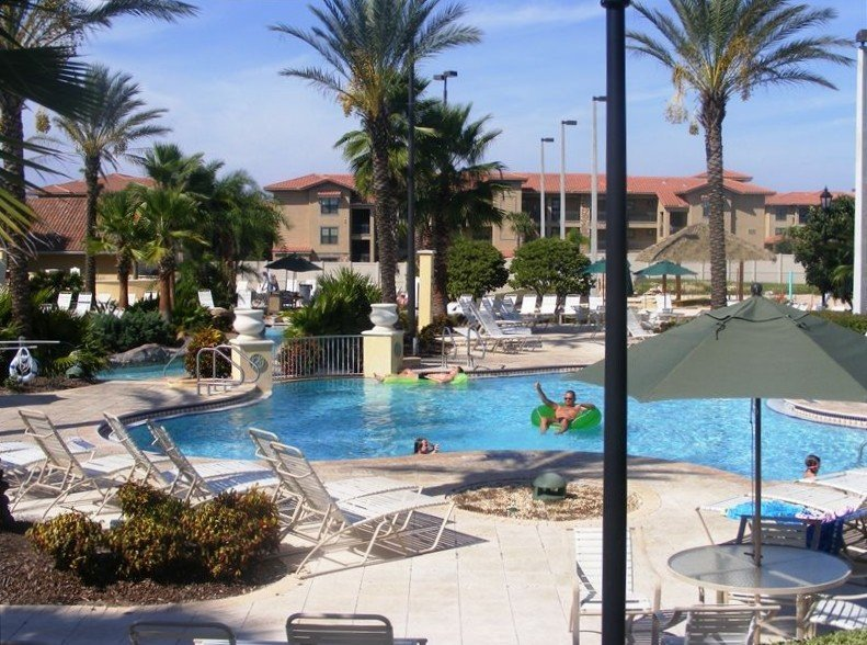 Beautiful Holiday Home on Prestigious Regal Palms Resort, holiday rental in Davenport