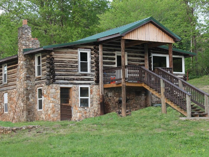 'For Old Time's Sake' Log Cabin, vacation rental in Steelville