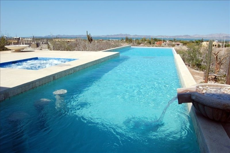 Luxurious Private Home!  Pool, Hot Tub, Sea and Mountain Views, location de vacances à La Paz