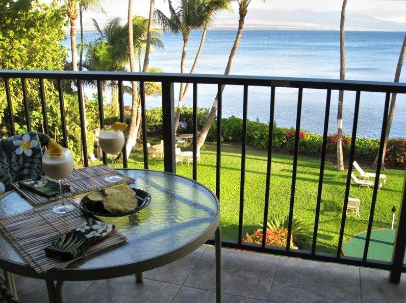 Lovely, Romantic Oceanfront Value!, Ferienwohnung in Wailuku
