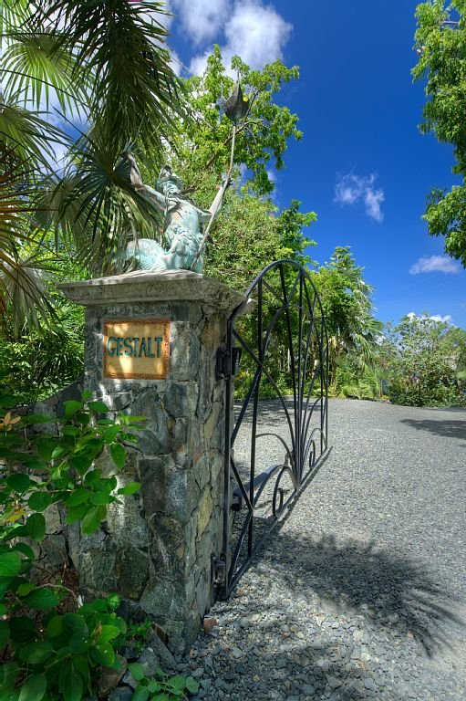 Steele Point Estate gate. Guests are provided with an automatic key pod.