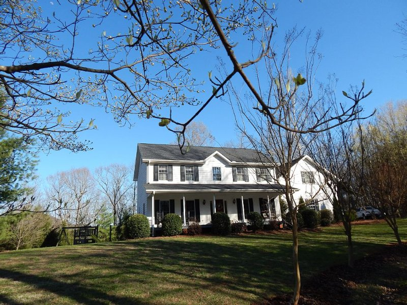 The Swag House - Near wineries & downtown Dahlonega, renovated property, holiday rental in Dahlonega
