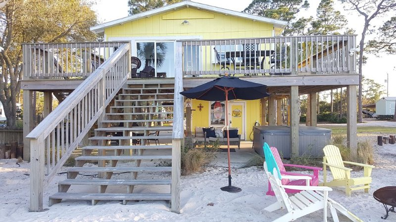 Bayside Cottage - Close to Beach, but Away from Bustle of Gulf Shores, location de vacances à Gulf Shores