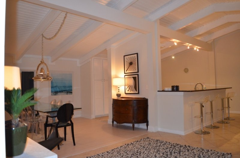 Renovated Waterfront Beach House; Private Beach, holiday rental in Kinsale