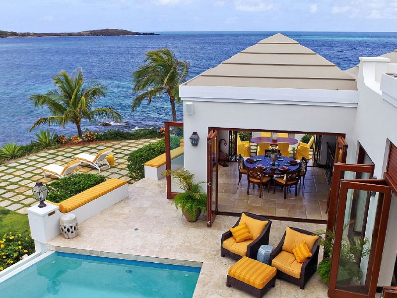 Island Views Villa Private Pool , Walk To Beach- 3 BR's all Ensuites  Jacuzzi, holiday rental in St. Croix