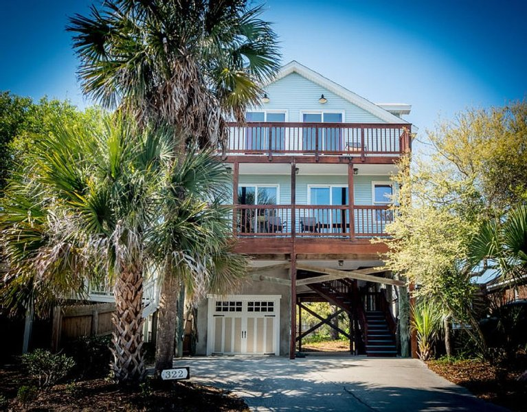 Folly Beach Seas the Day!  Easy beach access! Free Wifi, beach equipment!, location de vacances à Folly Beach