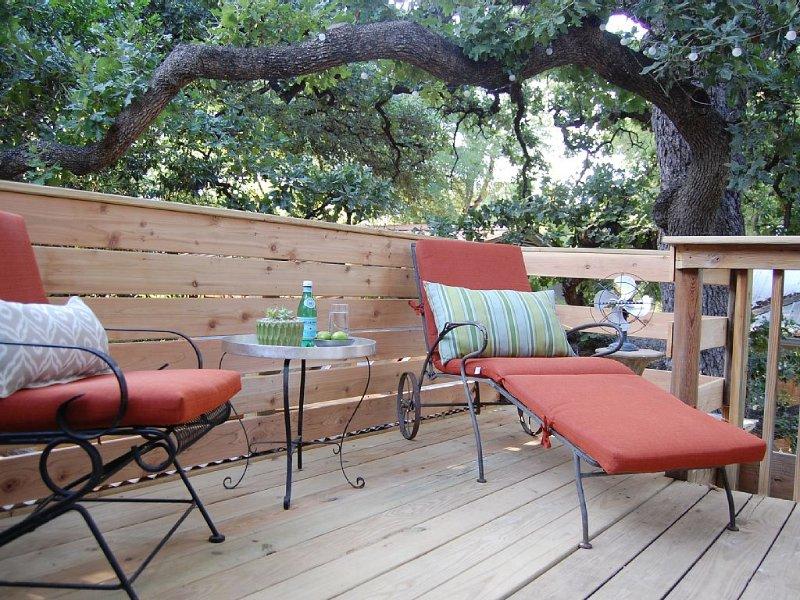 Treetop Studio in North University, vacation rental in Austin