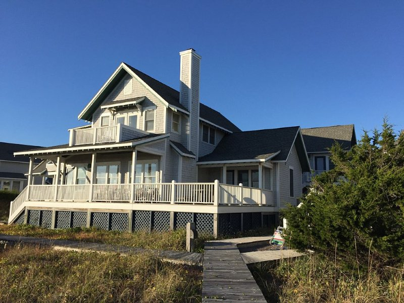 Beachfront Home With Panoramic Views Of Atlantic Ocean, location de vacances à Bald Head Island