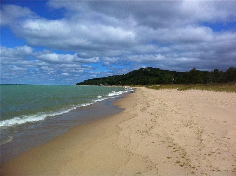 Lake Michigan Ground Level Homestead Beachfront!  Kid Friendly, aluguéis de temporada em Glen Arbor