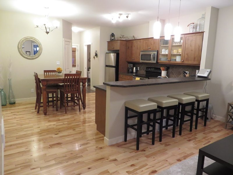 Family friendly with Mountain Views!, casa vacanza a Invermere