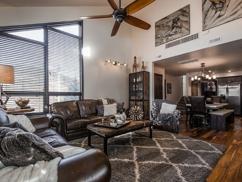 Luxurious and modern townhome with a ton of room!, alquiler de vacaciones en Park City