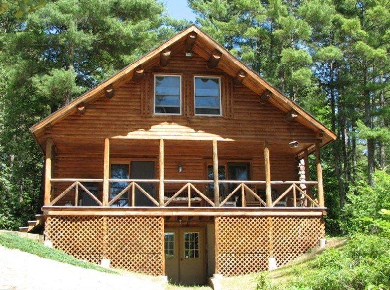Waterfront Log Home on Quiet Lake-20 Minutes -Sunday River Ski, casa vacanza a Stoneham