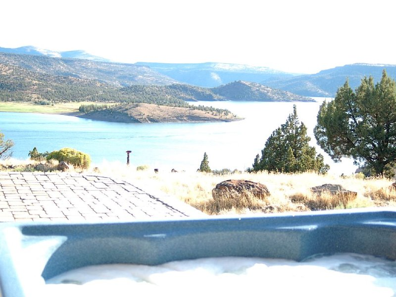 Gorgeous Views from this Prineville Reservoir Retreat, holiday rental in Prineville